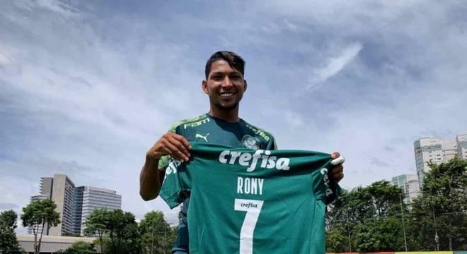 Rony herda a camisa 7 de Dudu no Palmeiras