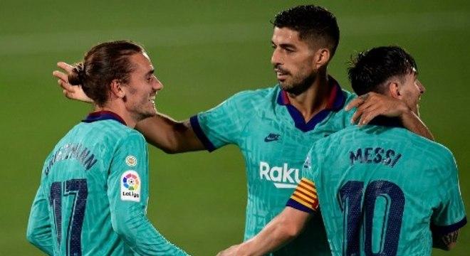 Griezmann, Suárez e Messi comemoram gol em vitória do Barça sobre Villarreal