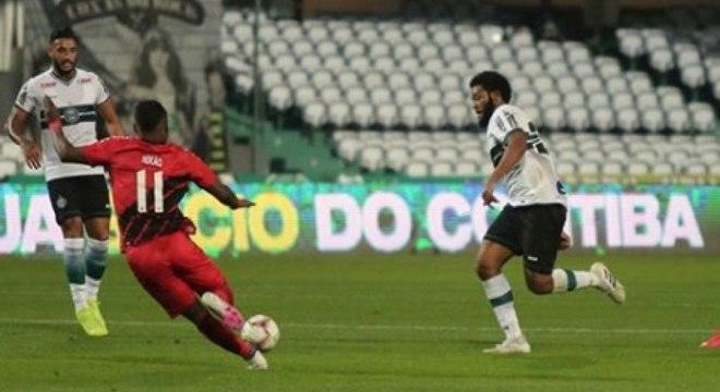 Nikão marcou o gol do título do Athletico-PR sobre o maior rival