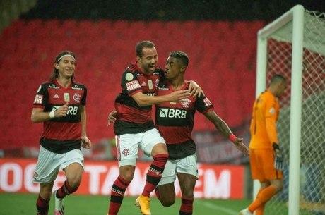 Bruno Henrique comemora gol contra Athletico