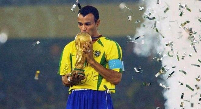 Cafu concorre ao prêmio de melhor lateral direito da história do futebol
