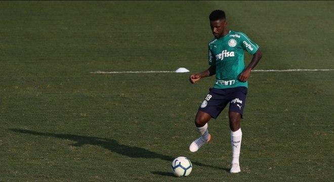 Ramires fez o treino de segunda-feira com o restante do elenco do Palmeiras