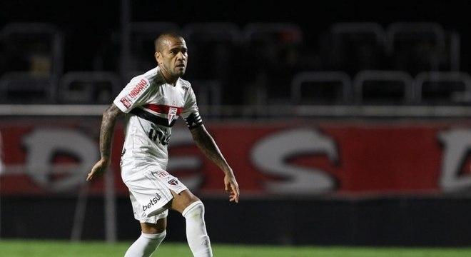 Dani Alves fez gol contra Lanús, mas não foi suficiente Tricolor seguir na Sul-Americana