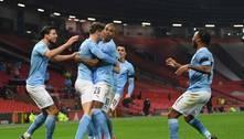 Fernandinho marca, City bate o United e fará final com Tottenham