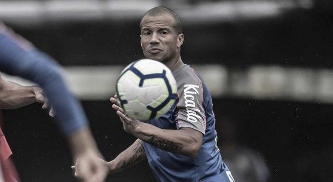 Uruguaio recebeu meio milhão de reais em dívidas do Santos