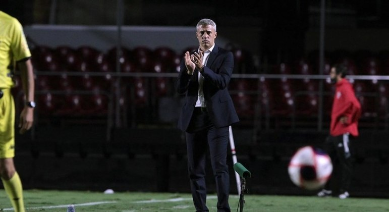 Crespo ficou satisfeito com a atuação de sua equipe em goleada sobre rival