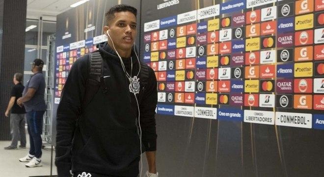 Pedrinho foi vendido para o Benfica por cerca de R$ 100 milhões