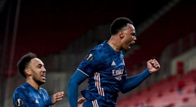 Uefa suspende provisoriamente jogador acusado de ofensa racista