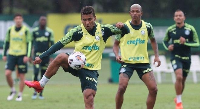 Com treino de bola parada, Palmeiras finaliza preparação para a Recopa nesta quarta-feira (7)