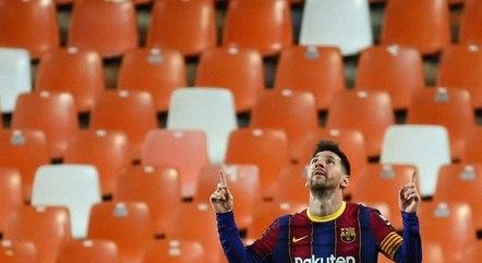 Messi está nos planos do PSG, diz jornal