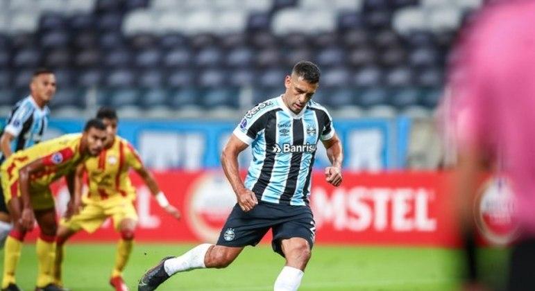 Diego Souza deixou o seu na goleada histórica do Grêmio