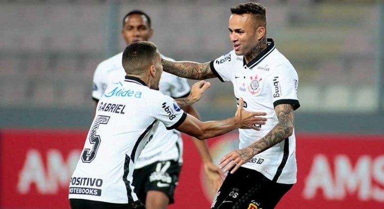 Luan comemora um de seus gols na vitória do Corinthians por 3 a 0