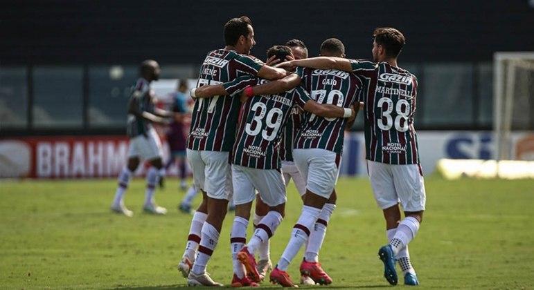 Jogadores do Fluminense comemoram o gol de Gabriel Teixeira