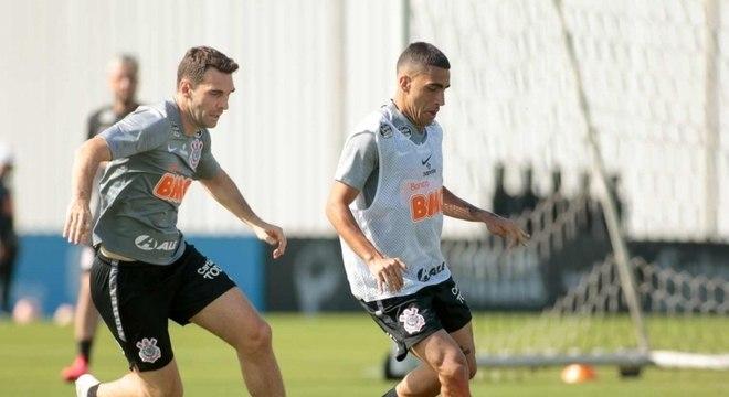 Após semana de atividades físicas, treino do Corinthians teve coletivo