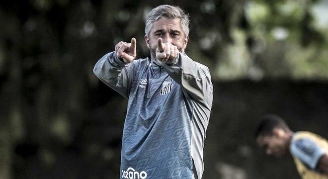 Pablo Fernadez treina o sub-20 santista desde fevereiro