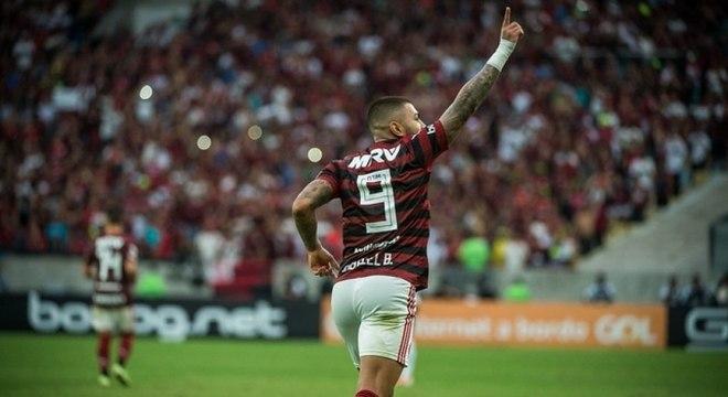 Camisa 9 não pesou: Gabigol faz grande temporada pelo Flamengo