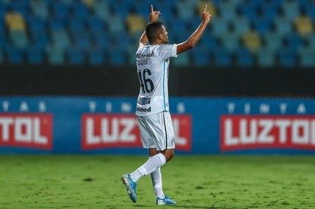 Isaque garantiu empate para Grêmio contra Atlético-GO