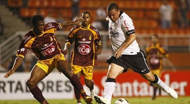 Em 2011, Timão foi eliminado pelo Tolima na pré-libertadores