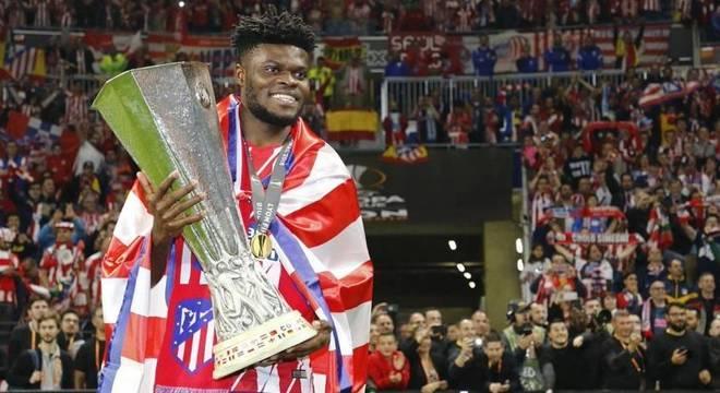 Partey com a taça da Liga Europa, conquistada em 2018