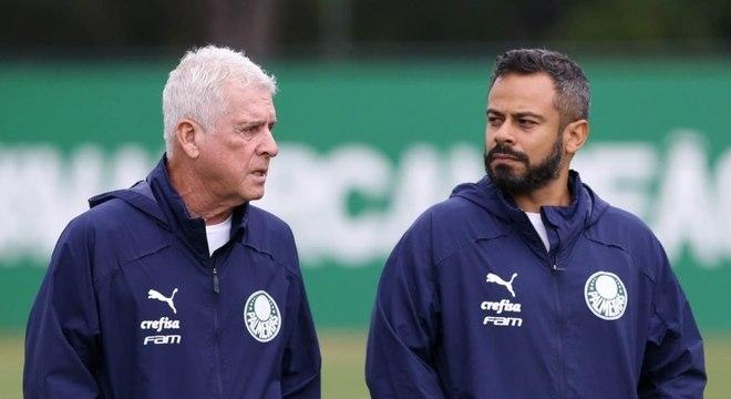 Daniel Gonçalves (dir.) ao lado de Antonio Mello, coordenador da preparação física