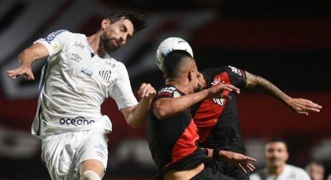 Santos empata com o Atlético-GO e não vence há seis jogos. Foram quatro derrotas e dois empates