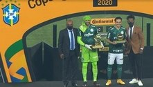 Raphael Veiga e Weverton são eleitos melhor jogador e melhor goleiro da Copa do Brasil