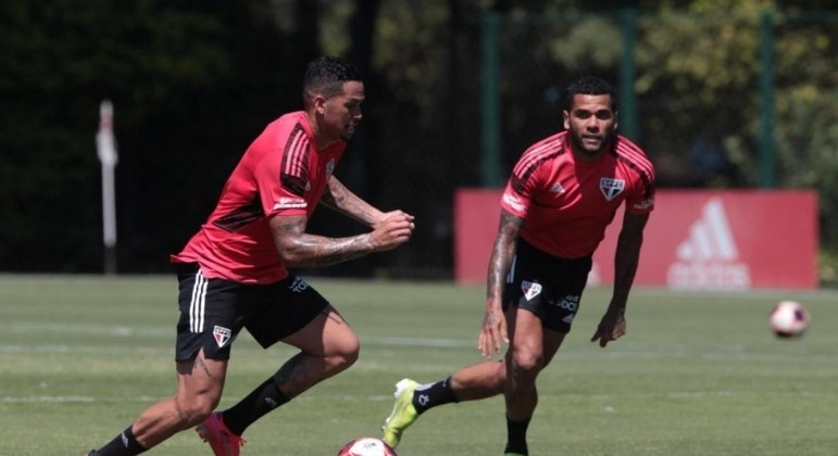 São Paulo vive expectativa pelas situações de Daniel Alves e Luciano