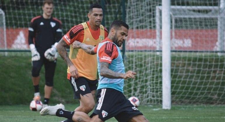 Dani Alves e Luciano desfalcam o clube paulista após lesão