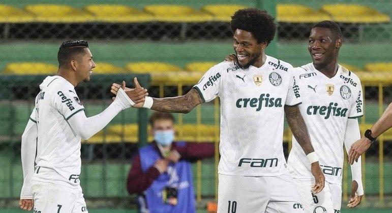 Luiz Adriano entra na lista de maiores goleadores da história do Palmeiras