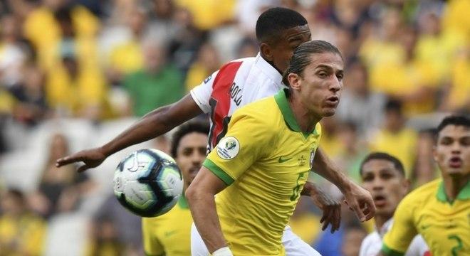 Filipe Luís ainda não sabe em qual clube jogará