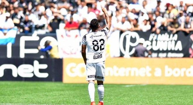 Leandro Carvalho anotou um dos gols mais bonitos do Brasileirão até aqui