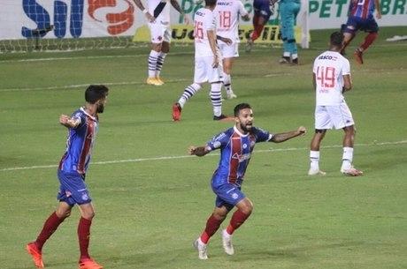 Clayson fez o terceiro gol do Bahia contra Vasco