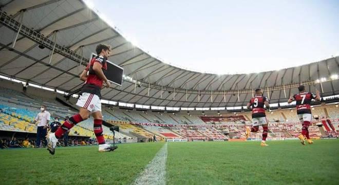Sem sua torcida, Flamengo não vem conseguindo aproveitar o Maracanã