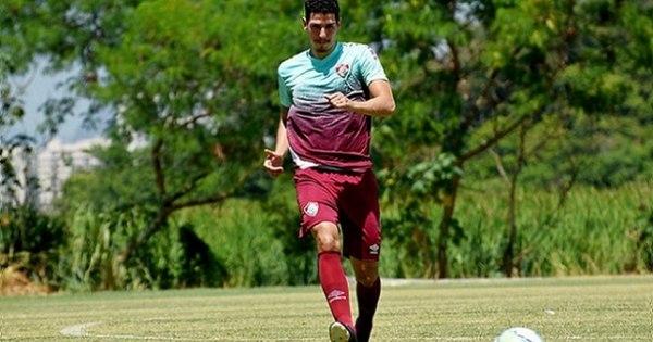Em alta, Nino chega aos 90 jogos pelo Fluminense como peça fundamental no sistema defensivo