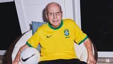 Lenda do futebol mundial, Zagallo é vacinado contra a Covid-19 no Rio