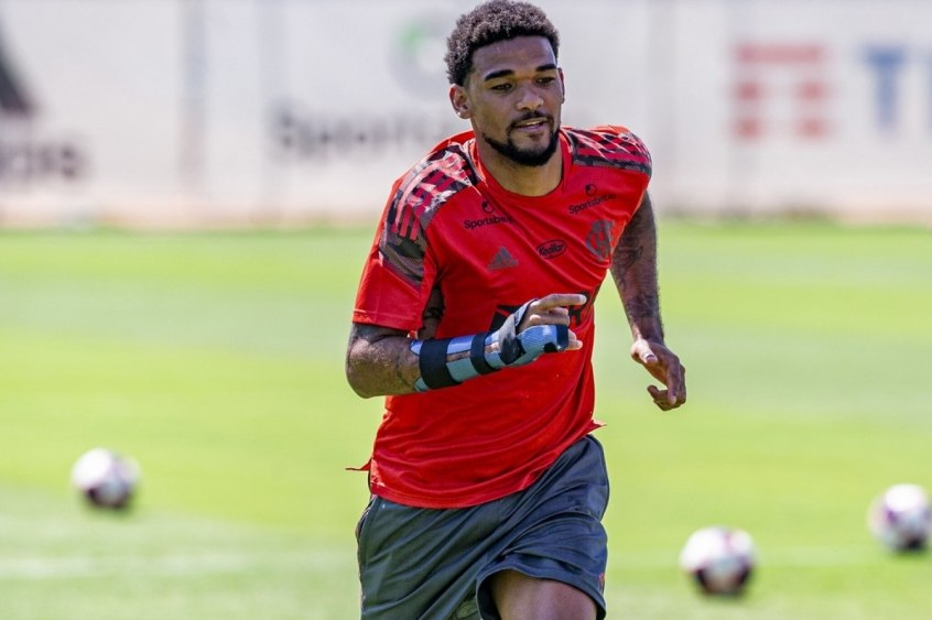 Sem condições de estrear no Fla-Flu, Bruno Viana será reavaliado para iniciar treinos com grupo principal