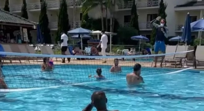 Jô e Otero curtem dia em resort em meio a surto de covid-19 no Corinthians