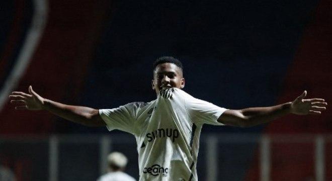 Mais jovem a marcar na Libertadores, Ângelo já deu susto no Santos
