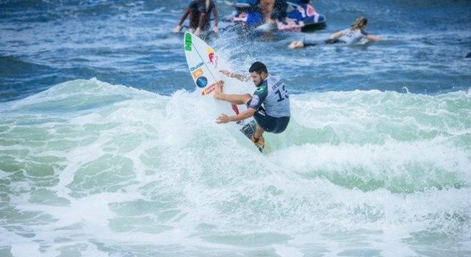 Medina, Italo e Toledo avançam no Mundial de surfe, em Newcastle