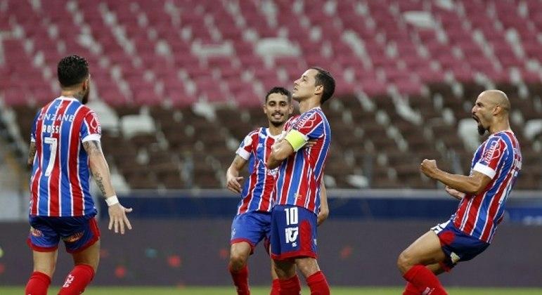 Rodriguinho, de pênalti, fez o gol que abriu caminho para a vitória do Bahia
