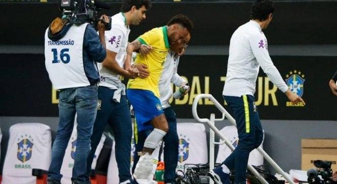 Neymar saiu machucado no amistoso entre Brasil x Qatar em Brasília