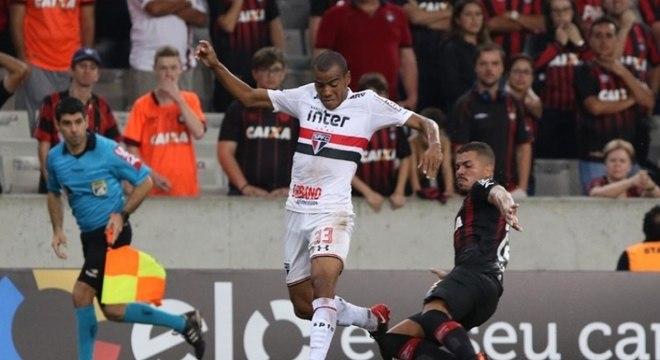 Régis chegou ao São Paulo após o fim do Paulistão já foi titular com Diego Aguirre