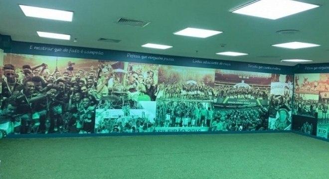 """Palmeiras """"envelopou"""" vestiário do visitante para receber o Corinthians"""
