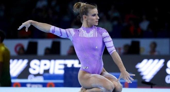 Jade Barbosa sofreu lesão no joelho direito durante Mundial em Stuttgart