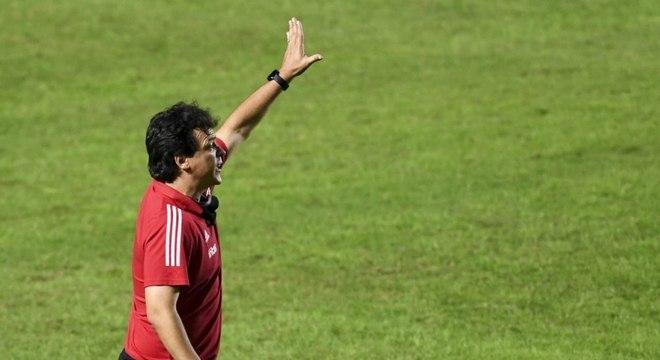 Fernando Diniz ganhou 'sobrevida' com a vitória sobre o Atlético-GO