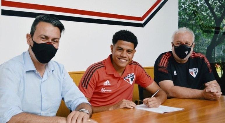Gabriel Sara está no time principal do São Paulo desde dezembro de 2017