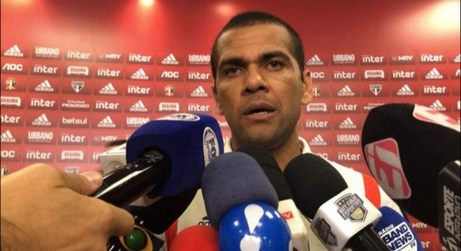 Daniel Alves fala no Morumbi após a derrota para o Fluminense