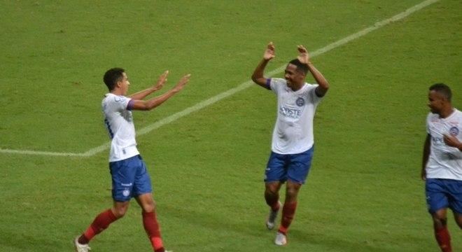 Jogadores do Bahia comemoram gol contra o Botafogo