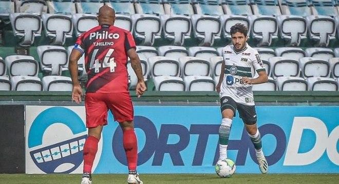 Coritiba e Athletico Paranaense estavam pouco inspirados no Couto Pereira