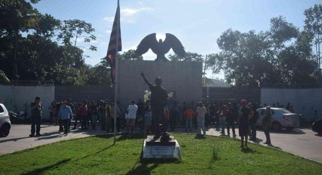Três jogadores da base do Flamengo seguem internados após incêndio